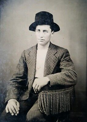 ANTIQUE VINTAGE HANDSOME CUTE YOUNG MAN BLUE EYES GQ GUY FASHION TINTYPE PHOTO