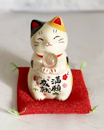 Maneki neko Lucky cat Yakushi Kiln Happy fortune with Ball Tamamochi from Japan