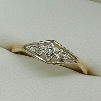 Deco Diamond ring in 18ct Gold and Platinum. Ring size P.