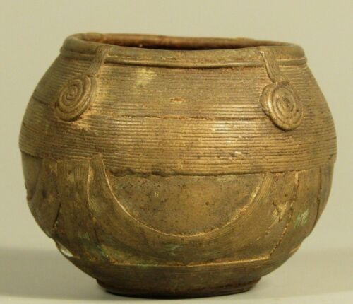 Very Fine Pakistan Peshawar valley Cast Bronze Ritual Bowl ca. 18-19th c.
