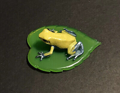 "Zodax Creamic Frog Painted Light Green Black Poka Dots Crackle Design 6½/"" x 5½/"""
