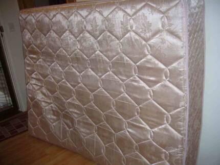 Beautiful queen size spring mattress