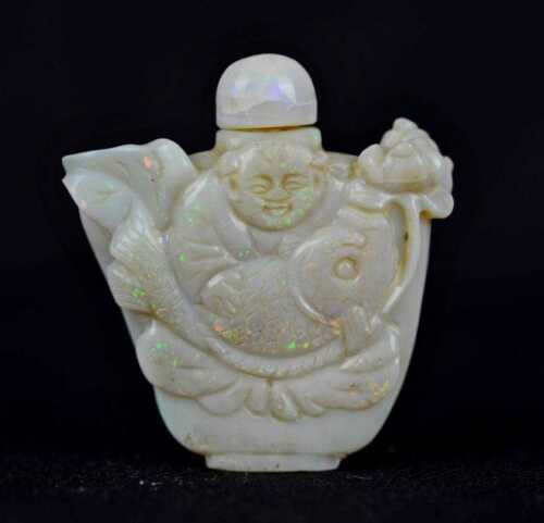 Antique Qing Dynasty Chinese carved Australian opal 105,5 Ct. SNUFF BOTTLE