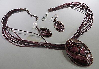 Collier de cordelettes bordeaux avec pendentif cuivre et céramique et boucles d'