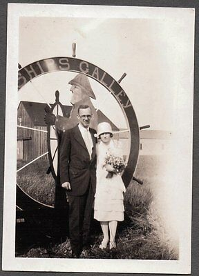 - 1920'S FLAPPER GIRL RESTAURANT SHIPS GALLEY ROADSIDE SHIP'S WHEEL OLD SIGN PHOTO