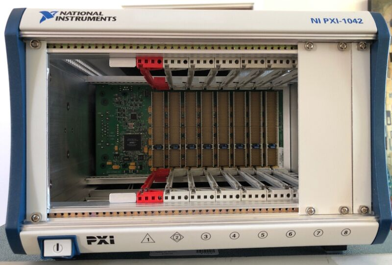 National Instruments NI PXI-1042 Mainframe
