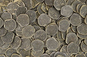 LOT-OF-100-TOY-ANTIQUE-GOLD-COLORED-PIRATE-TREASURE-DOUBLOONS-PARTY-FAVORS