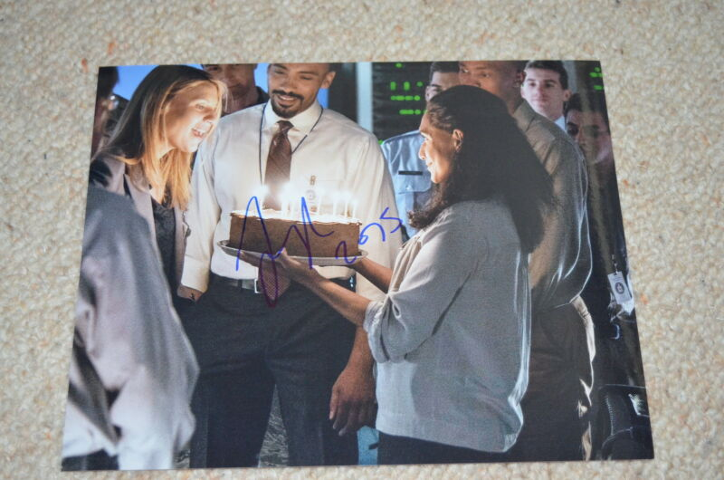 ALEX LANIPEKUN signed Autogramm 20x25 cm In Person HOMELAND