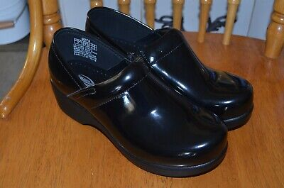 Shoes for Crews Nurse Clogs Slip Water Resistant Black Womens 9074 sz 5.5-8 (Nurse Shoes For Women)
