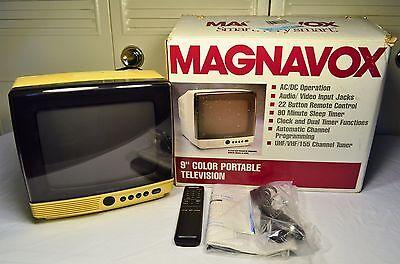 """Vintage Magnavox 9"""" Color Portable Television RD0946 w/ Box, Remote, Manual"""
