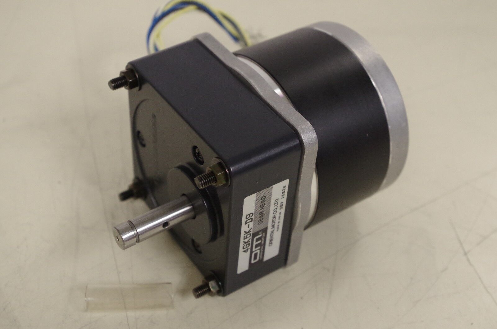 AMP STEP STEPPING MOTOR MODEL# 5023-094  6VDC 1.2A.