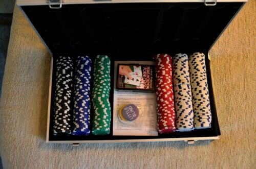 Cardinal 300 Ct Poker Chips (11.5G) In Aluminum Case Game