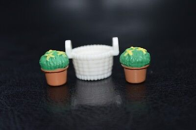 SYLVANIAN FAMILIES - GARDEN SPARES - TWO POTTED PLANTS AND A BASKET - SY564