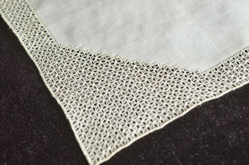 WEDDING HANKY – UNUSUAL HAND MADE VINTAGE LACE & LINEN HANDKERCHIEF UU66
