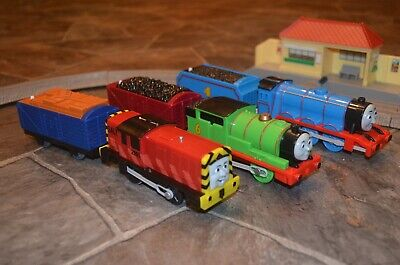 2009 2010 Thomas & Friends Trackmaster TALKING Motorized Trains WORKS -see notes