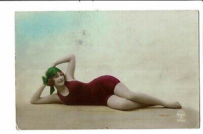 CPA - Carte Postale  Belgique-Jeune femme allongée sur le sol --VM2589