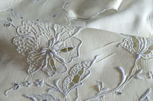 Vintage Linen Tea Cloth TABLECLOTH BLUE EMBROIDERY UU916