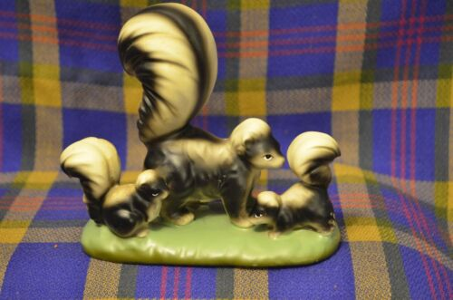 Vintage ?Chaulkware Mama SKUNK with her 2 Babies on Green Oval Base-Japan