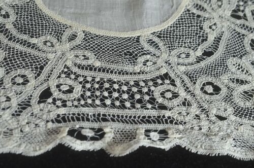 Antique Hand Made Tape Lace Hanky VV705