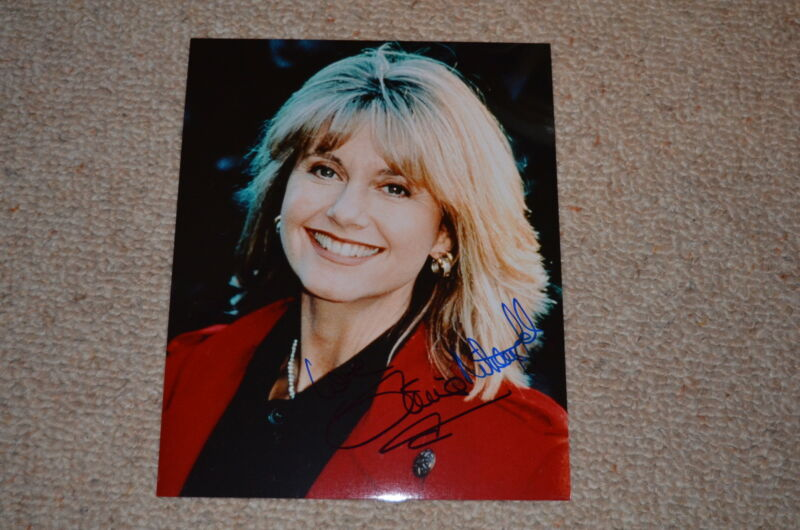 OLIVIA NEWTON-JOHN signed Autogramm 20x25 cm In Person GREASE , PHYSICAL