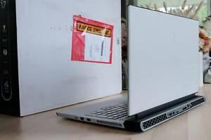 Alienware M17 R3 -  RTX 2070 Super i7 1075H 16TB 1TB 300Hz screen