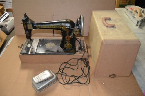 Vintage! Singer Sewing Machine Model 127 Sphinx 1920 Cast Iron with Case