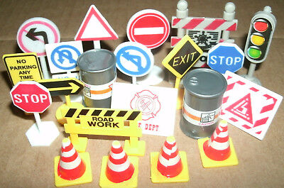 1/32 - 1/43 Scale Street Signs For Train Car Diorama Road Cones Barricade Stop (Street Cones)
