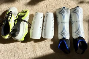 ADIDAS KIDS SOCCER  FIRM GROUND CLEATS. SIZE 2
