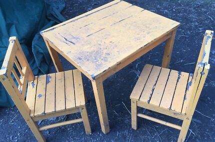 Kids table and chairs for cubby house