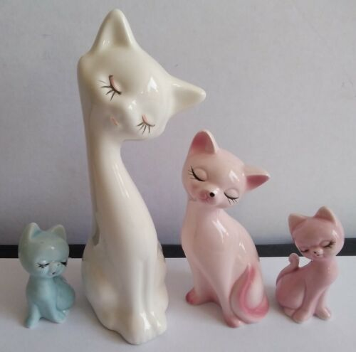 Lot de 4 figurines de chat en porcelaine