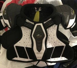 CCM Ultra Tacks shoulder pads Junior Med
