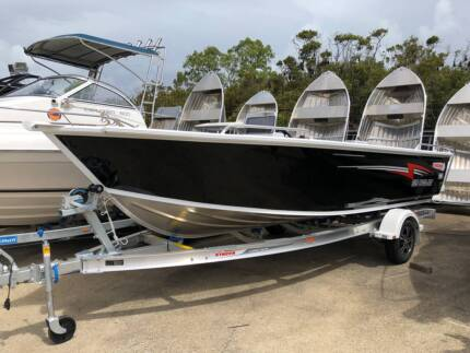 NEW STACER 529 OUTLAW SIDE CONSOLE W/ YAMAHA 90HP EFI 4-STROKE