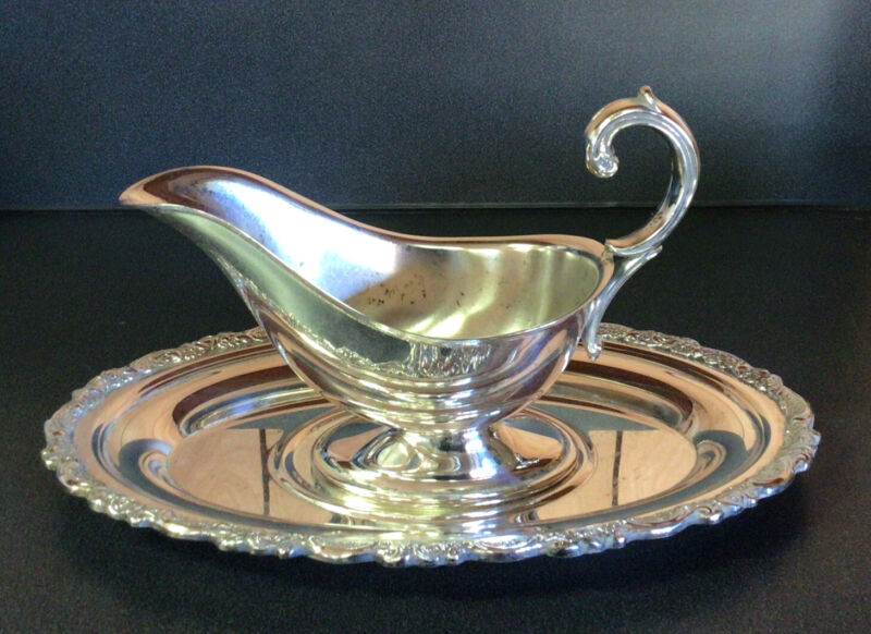 VINTAGE SILVER PLATE GRAVY BOAT SAUCE BOWL w/ ATTACHED UNDER PLATE ONEIDA USA