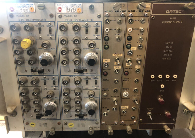 ORTEC MODEL 402M POWER SUPPLY Real Time Systems National Accelerator Laboratory