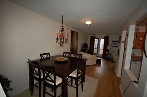 Beautiful 2 Bedroom+DEN at Lakecrest Estates Available OCT!