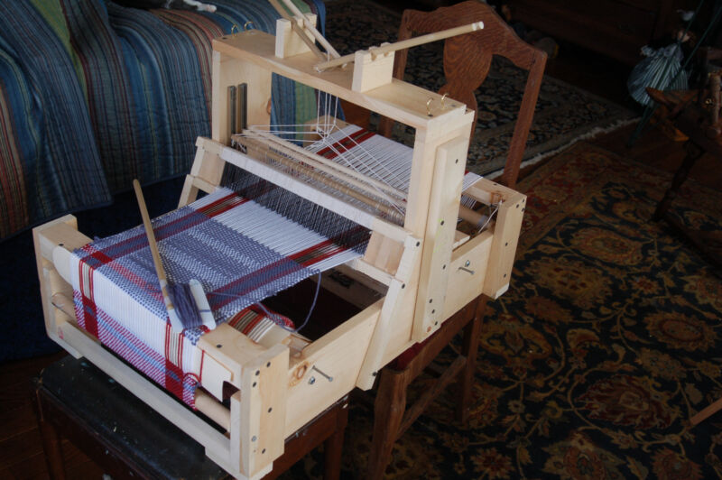 Plans to build a 4-Harness Table Loom for about $60