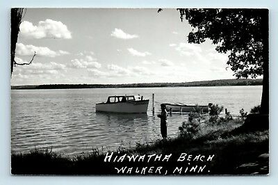 Walker, MN - RARE c1950s HIAWATHA BEACH SCENE - OLD BOATS & DOCK - RPPC - Z5