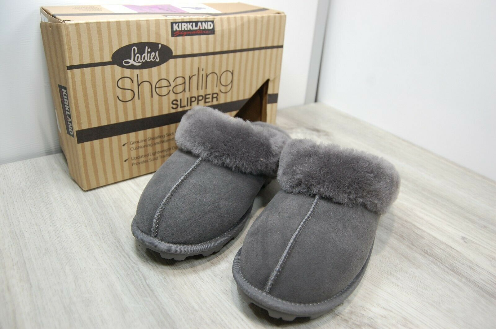 Kirkland Signature Women's Size 11 Grey Slipper / House Shoe