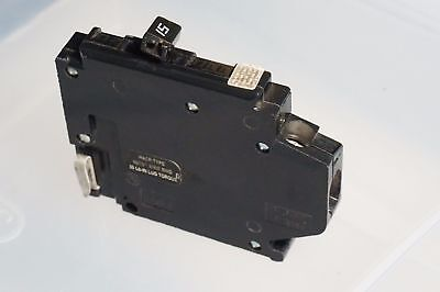 1 Pole 15 Amp ( Crouse Hinds MH115L 1 pole 15 amp 120 volt Circuit Breaker Left Hook NEW )
