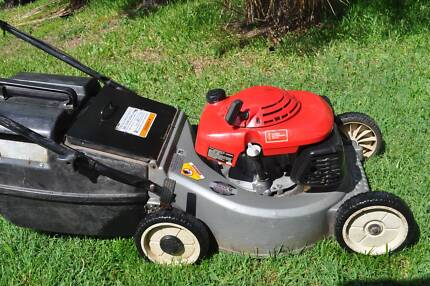 "HONDA Lawnmower 19"" cut, just serviced"