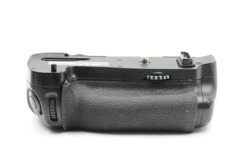 Genuine OEM Nikon MB-D16 Multi Power Battery Pack Grip for D750 #206