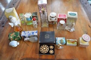 COLLECTIBLE LOT OF 14 OLD AVON BOTTLES,DECANTERS,JARS,JEWELRY W/ BOXES,EMPTY