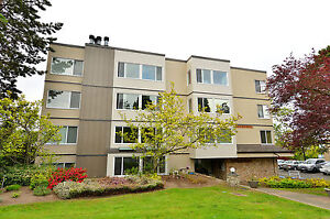 Convenient 55+ Condo on Quadra