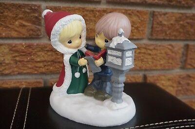 CHRISTMAS Figurine Precious Moments Kcare Caroling Statue Snow Lamppost Scene