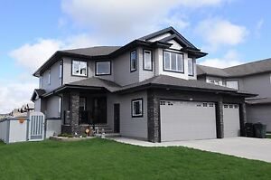 EXECUTIVE 4 bedroom home In spruce grove