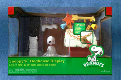 SNOOPY DOGHOUSE DISPLAY PEANUTS FIGURE FOREVER FUN CHRISTMAS CHARLIE BROWN