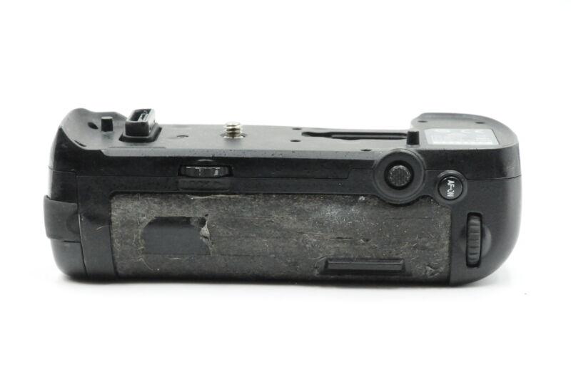 Genuine OEM Nikon MB-D18 Multi-Power Battery Pack Vertical Grip (D850) #150