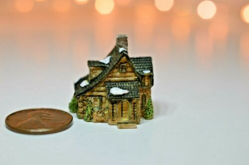 Miniature Manor House Sculpture in 1:12 doll scale A4194