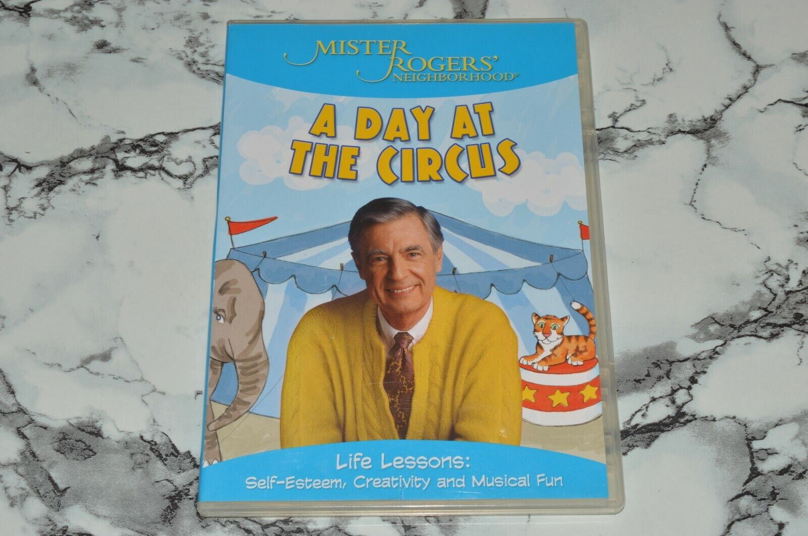 Mister Rogers Neighborhood - A Day At The Circus DVD, 2005  - $12.68