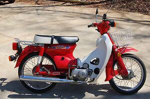Honda-C70-Passport-1981-Red-All-original-Honda-Scooter